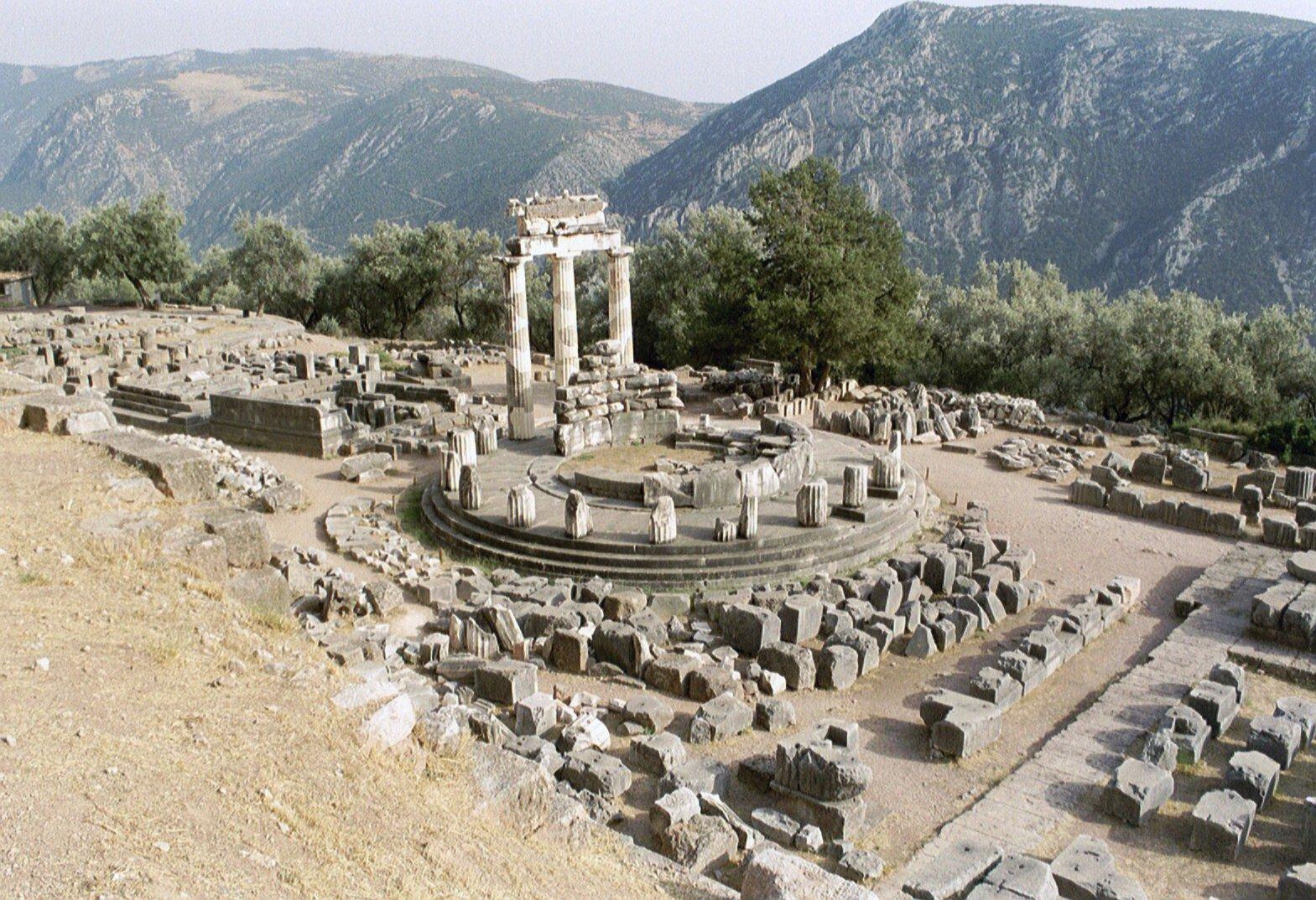 Delphi,_Tholos_(6220581621).jpg